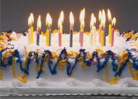 Откуда возникла традиции печь торт на юбилей