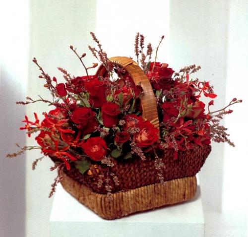 Можно подарок на свадьбу цветы цветы